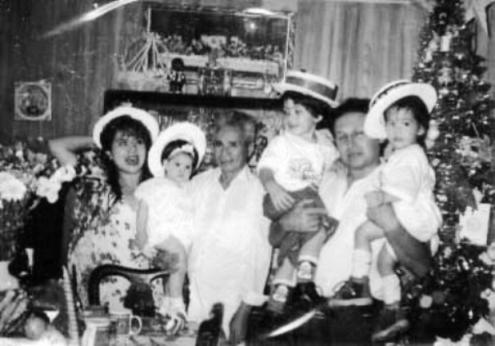 SIEMPRE EN FAMILIA CON  MIS AMORES  : FABIANA , PAPÁ, ARTURITO , ARTURO GRANDE Y MI GIORGITO.