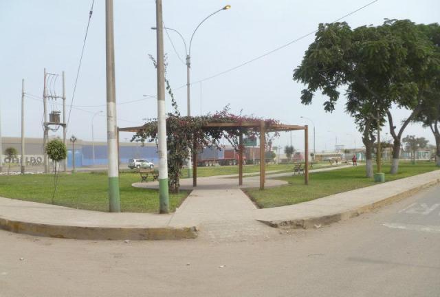 Zona recuperada este parque se encuentra a lo largo de la cuadra 5 de Av. Néstor Gambeta y se agradece. No estoy segura de que autoridad fue responsable de su recuperación, pero tengo entendido que fue una de las empresas que contamina la zona y que según los reglamentos de la cuidad deben de contribuir con áreas verdes para contrarrestar dichos efectos contaminantes. BUENO SI FUE EL ALCALDE , EL PRESIDENTE REGIONAL O UNA EMPRESA PRIVADA LO IMPORTANTE ES QUE SE HIZO Y ESO SE AGRADECE.Sólo se aguanta una civilización si muchos aportan su colaboración al esfuerzo. Si todos prefieren gozar el fruto, la civilización se hunde. José Ortega y Gasset