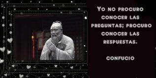 8582523-estatua-de-confucio-en-el-templo-shanghai-china