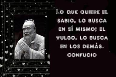 8676040-estatua-de-confucio-en-el-templo-confuciano-en-shanghai-china