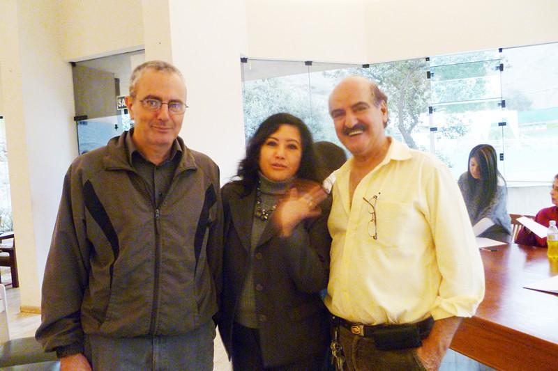 Farid Kahhat Kahatt, Fanny Jem Wong y Sami Kajatt ,  minutos después de dar por concluida la Asamblea de Fundación del ICPP