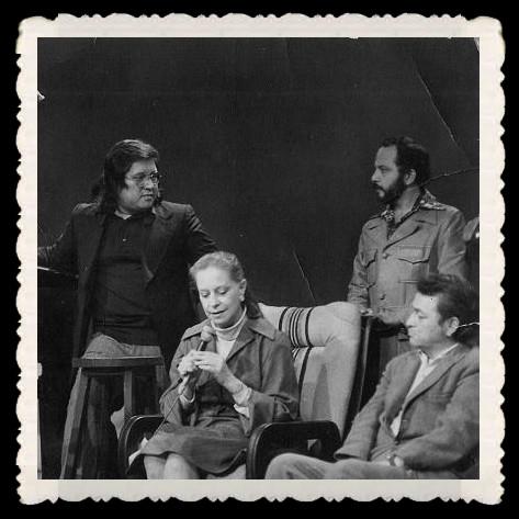 """Víctor Merino invitado en el programa televisivo """"El poder del canto"""" que dirigía el periodista Mario Campos . Aquí con Chabuca Granda y el poeta Juan Gonzalo Rose."""