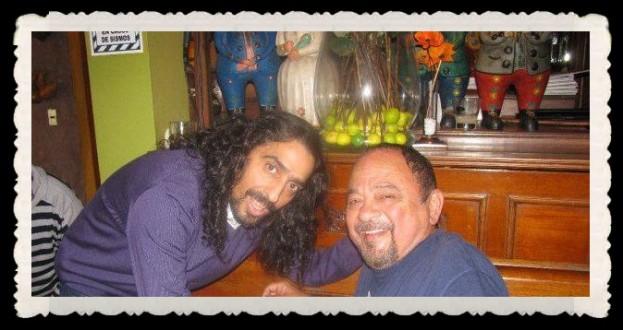 """Víctor Merino compartiendo con el cantante Diego """"El Cigala"""" cuando vino a Lima. Se hicieron amigos y Víctor le mostró algunos temas con aires negros (landó, zamacueca) de su autoría y se quedó encantado."""