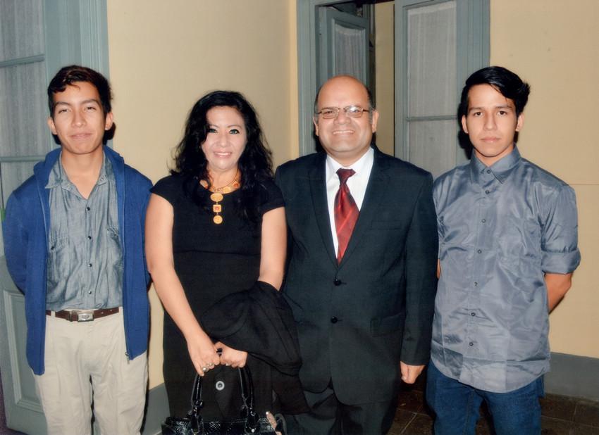 HOMENAJE POR LOS 25 AÑOS DE CRÍTICO LITERARIO DEL DR. CAMILO FERNÁNDEZCOZMAN