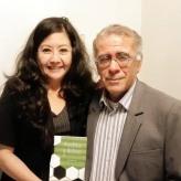 La reconocida poeta, Mg. en Psicología y docente en la Universidad César Vallejo (filial Callao), Fanny Jem Wong, con el destacado escritor peruano y representante de la Sociedad Literaria Amantes del País en Francia, Jorge Cuba Luque.