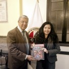 FANNY JEM WONG, poeta, Mg. en Psicología y docente en la Universidad César Vallejo (Filial Callao), con RICARDO BURGOS, Decano del Colegio de Periodista de Lima.