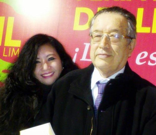 Fanny Jem Wong Magister en Psicología de la UNMSM con el Presidente de la Academia Peruana de la Lengua Dr. Marco Martos.