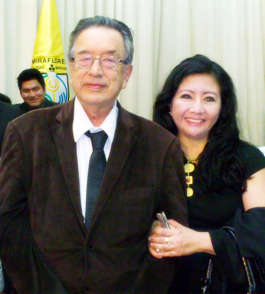 La poeta y Magister en Psicología, Fanny Jem Wong docente en la Universidad César Vallejo / Callao-, con el poeta, catedrático en la Universidad Nacional Mayor de San Marcos y Presidente de la Academia Peruana de la Lengua Dr. Marco Martos.