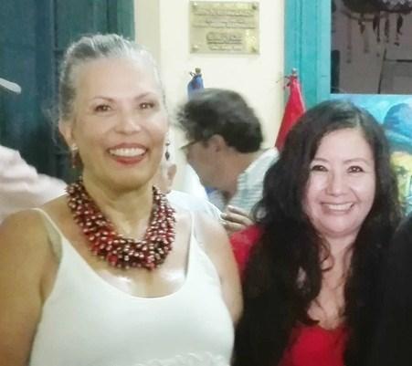 La Directora de Imagen de la Sociedad Literaria Amantes del País, la poeta y Mg. en Psicología, Fanny Jem Wong, de la Universidad César Vallejo (Filial Callao), con la Excelentísima Embajadora de Nicaragua Marcela Pérez Silva