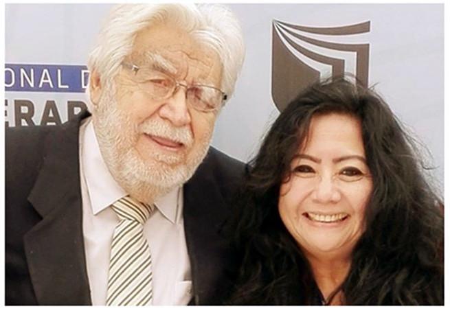 DIA DE REENCUENTRO: Me siento muy feliz porque en el VIII Congreso   Internacional de Psicoterapia en la UNIVERSIDAD CESAR VALLEJO, me volví a   encontrar con el Dr. SAUL PEÑA, después de un tiempo de compartir la   Mesa de Honor en el Homenaje que le rindió la SOCIEDAD LITERARIA AMANTES   DEL PAÍS, a mi buen amigo, el Presidente de la Academia Peruana de la   Lengua, Dr. Marco Martos