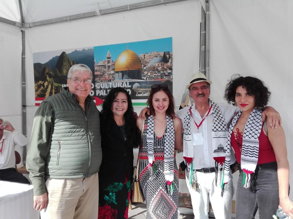 Con mis amigos Palestinos : Figuran en la foto: El Embajador de  Palestina, Walid Muaqqat; Fanny Jem  Wong; Sami Kajatt, director del  Instituto Cultural Peruano-Palestino y  dos bellas representantes de la  comunidad palestina.  TAQALID 2019 EN PERÚ.