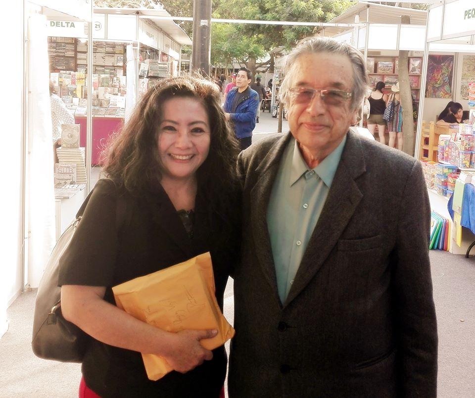 """EN LA 40 FERIA DEL LIBRO RICARDO PALMA:  con  mi amigo el Presidente de   la Academia Peruana de la Lengua y Premio """"Palabra en Libertad"""" de la   Sociedad Literaria Amantes del País, el poeta e investigador literario,   MARCO MARTOS."""
