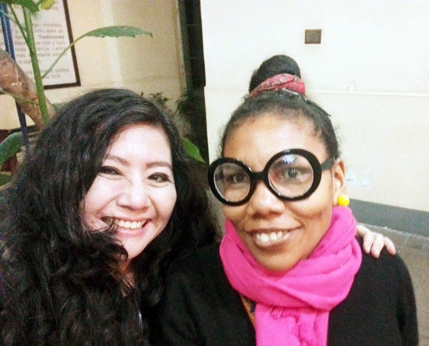 La reconocida poeta, Mg. en Psicología y docente en la Universidad César   Vallejo (Filial Callao), FANNY JEM WONG con la destacada poeta y clown   para niños, Sandra Gonzáles Ortega.